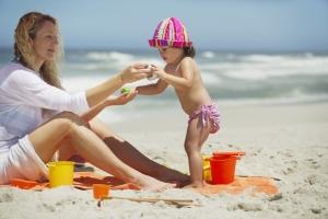 Cuidar piel bebe, Consejos prácticos para exponer los bebés al sol, Cliniderma 🥇